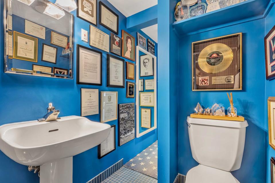 The blue Academy Award bathroom