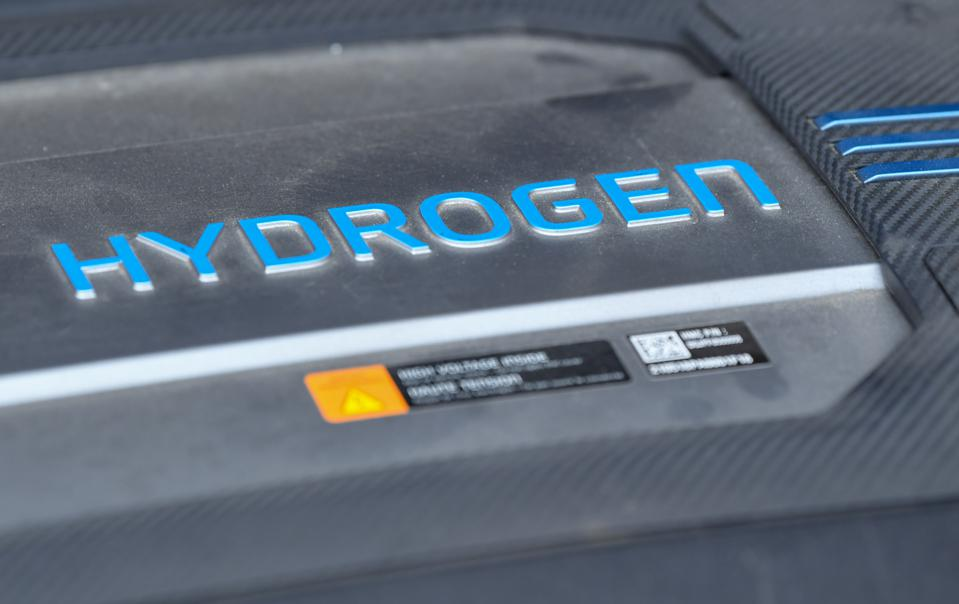 Car with hydrogen drive