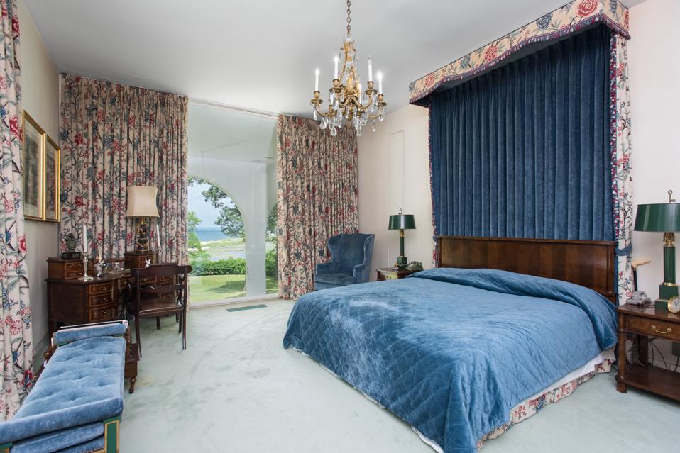 Villa Riele, mid-century modern,  auction, beachfront, Long Island, Edward Durell Stone