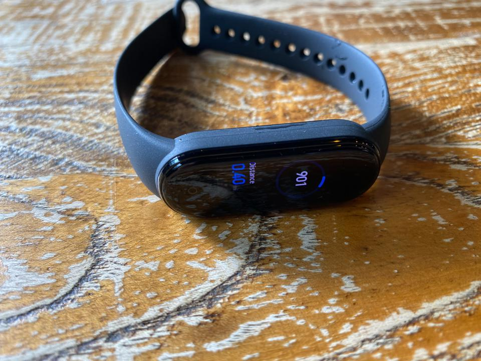 The Mi Band 5 with its removable rubber straps.