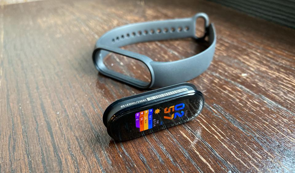 The Mi Band 5 can be removed from its rubber strap.