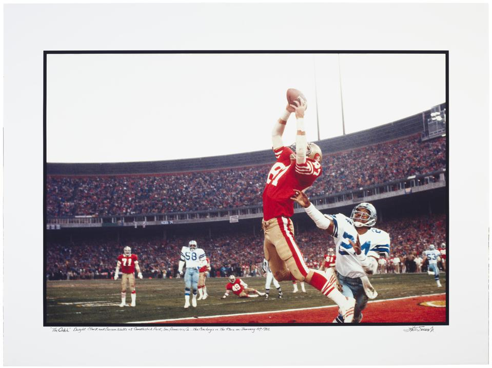49ers wide receiver Dwight Howard jumping in the air to receive Joe Montana's pass
