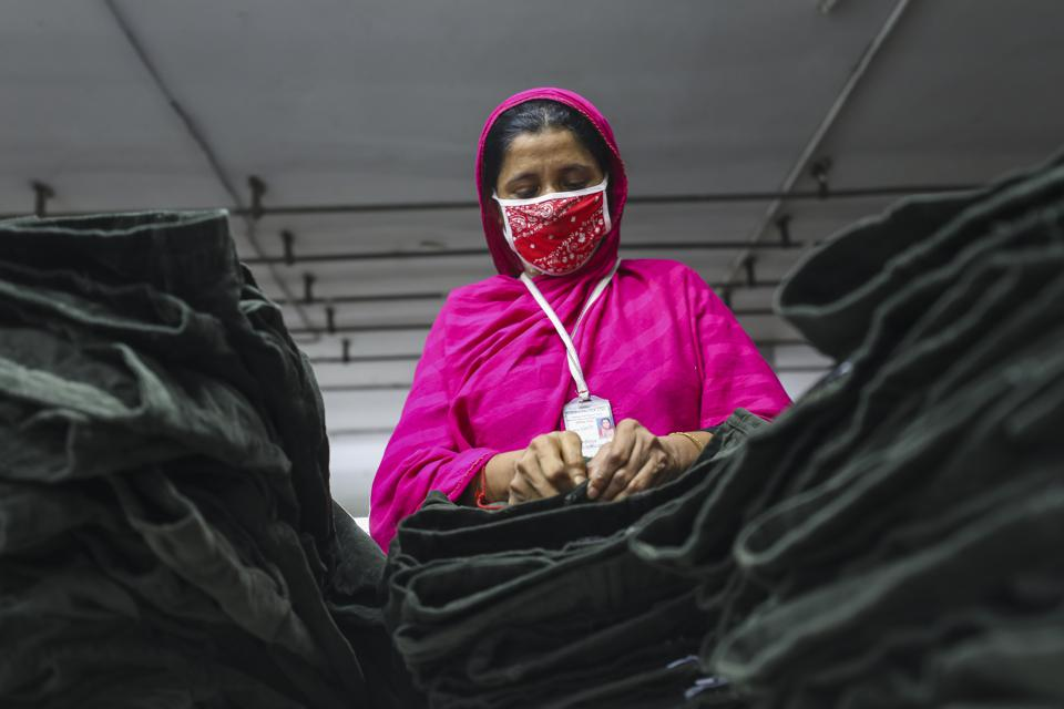 Garments Workers In Bangladesh factory