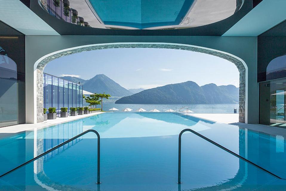 Park Hotel Vitznau's spa with a view