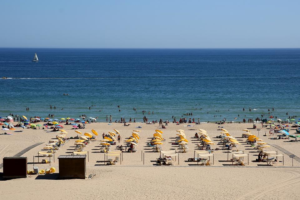 Portugal: beach tourism during Covid-19 in Algarve region