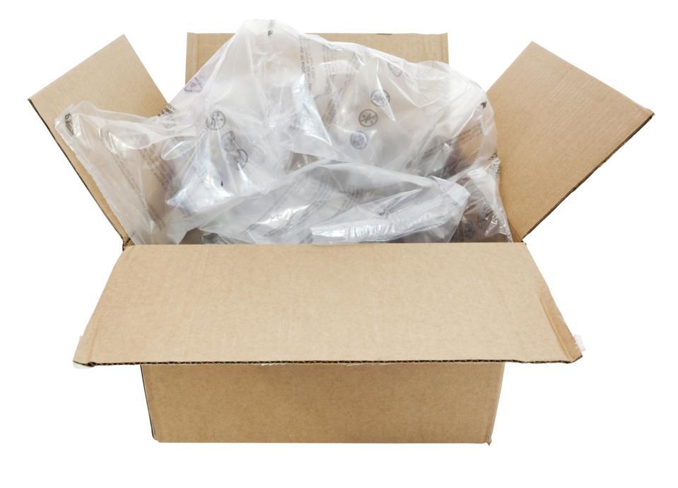 Una scatola di cartone piena di cuscini di plastica per cuscini d'aria.