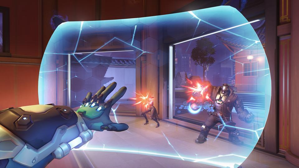 L'eroe di Overwatch Sigma si protegge da Ashe e BOB.