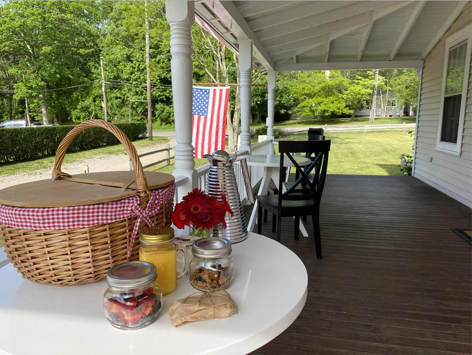 Individual picnic basket breakfasts ensure guests can eat while distanced.