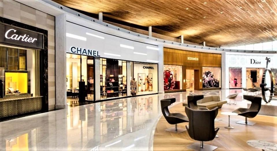 Luxury boutiques at Paris Charles de Gaulle Airport.