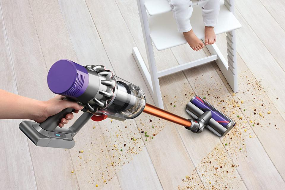 iRobot Roomba 675 Robot Vacuum Dyson Cyclone V10 Absolute