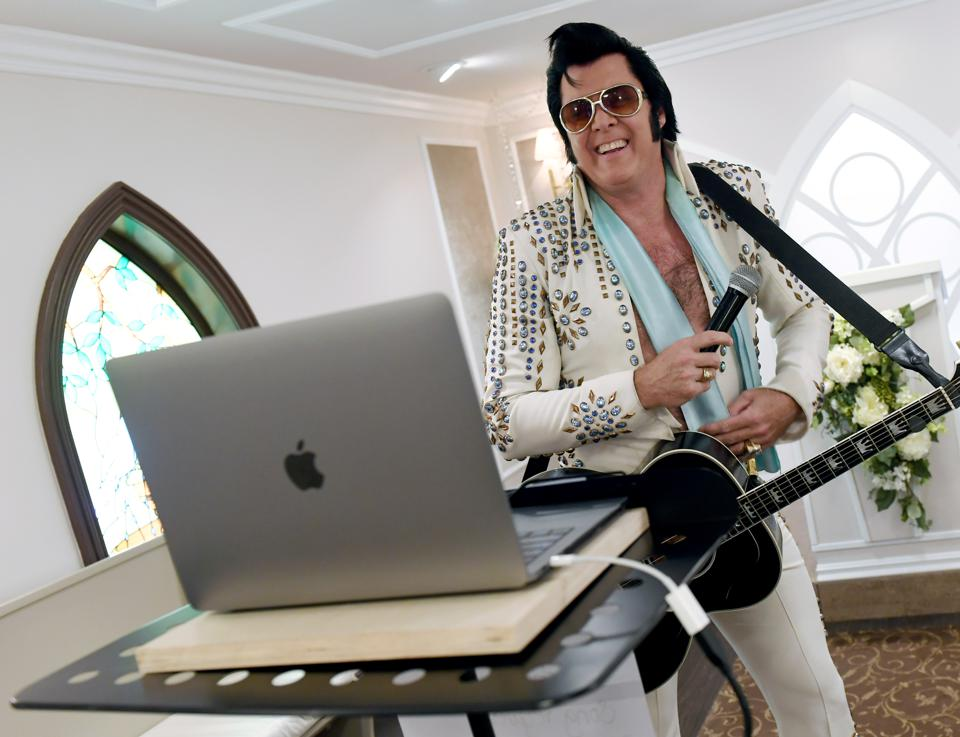 Las Vegas Wedding Chapel Performs Live Virtual Elvis-Themed Vow Renewals Amid COVID-19 Pandemic