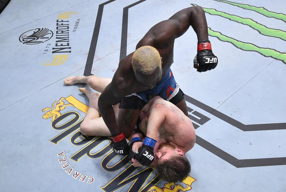 Derek Brunson scored a third-round knockout win over Edmen Shahbazyan last night at UFC on ESPN+ 31.