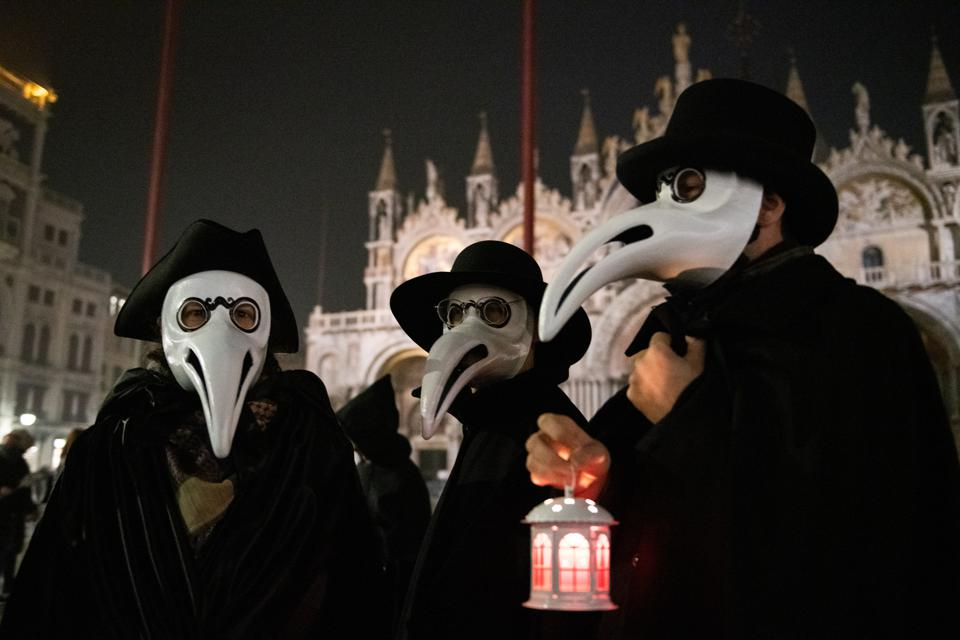 Venetians Celebrate The End Of Carnival