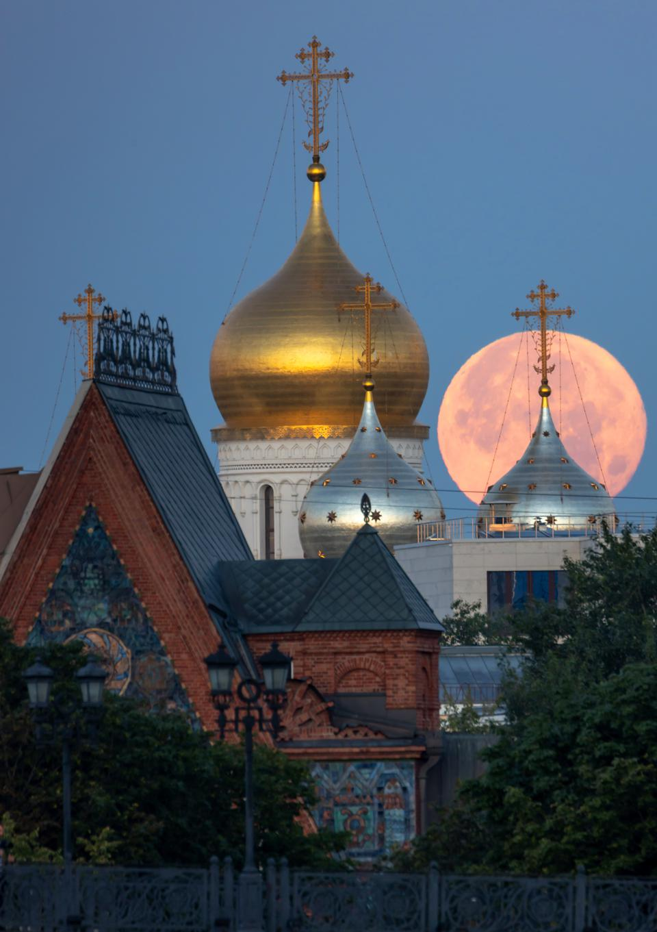 Full moon in Moscow