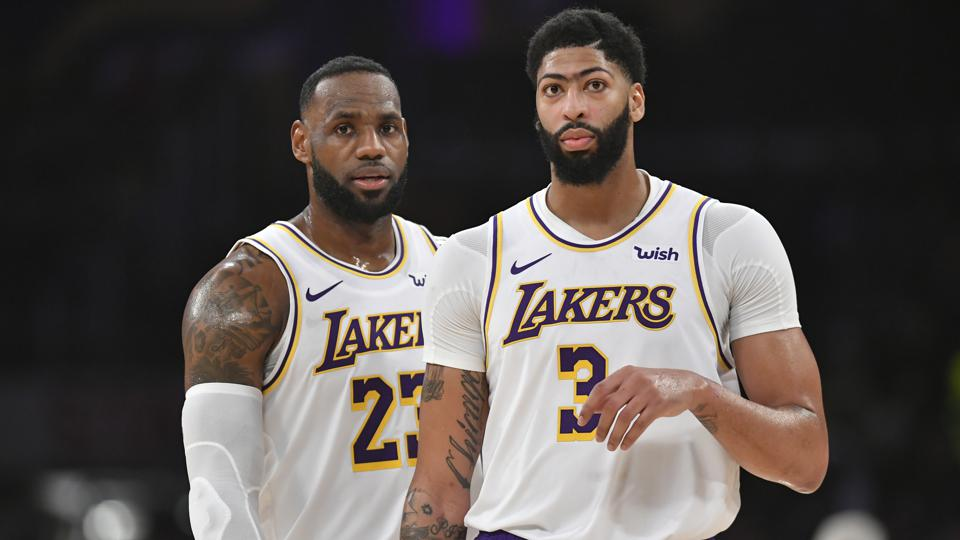 Anthony Davis and LeBron James during the Lakers' matchup versus the Suns in the 2019-20 season.
