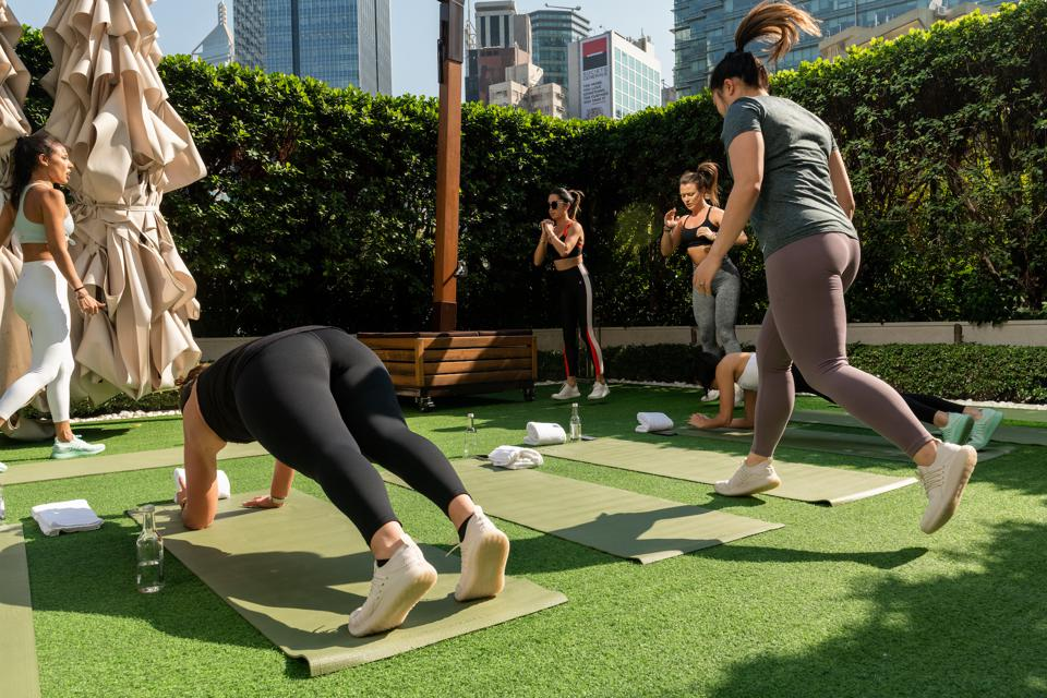 The brand builds a community with its customers by hosting regular workout events led by local fitness trainers.