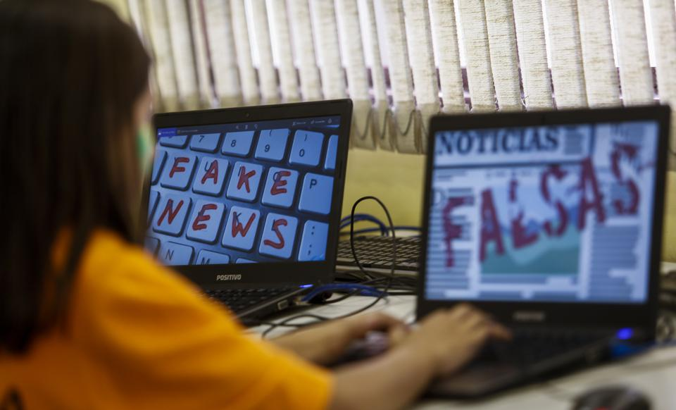 TOPSHOT-BRAZIL-EDUCATION-FAKE-NEWS