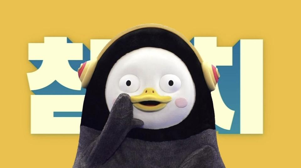 Pengsoo is a penguin who wants to be a celebrity and a penguin that celebrities want to be seen with.