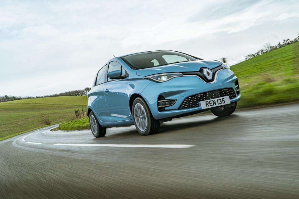 Front three-quarter view of a blue Renault Zoe R135 electric hatchback