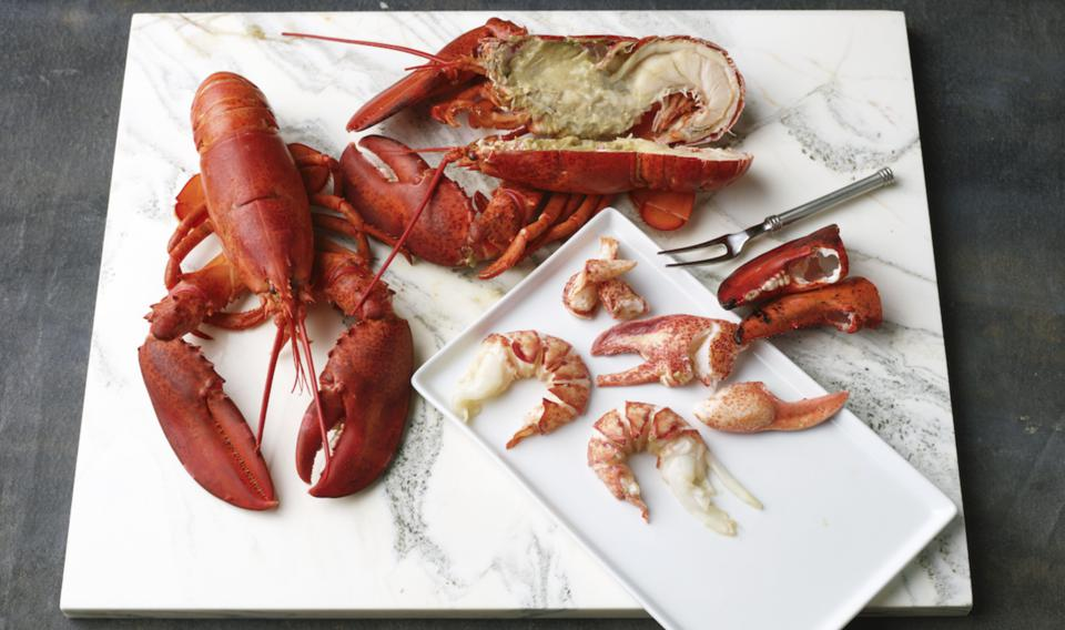 live lobster, maine lobster, seafood, seafood delivery, goldbelly, best lobster