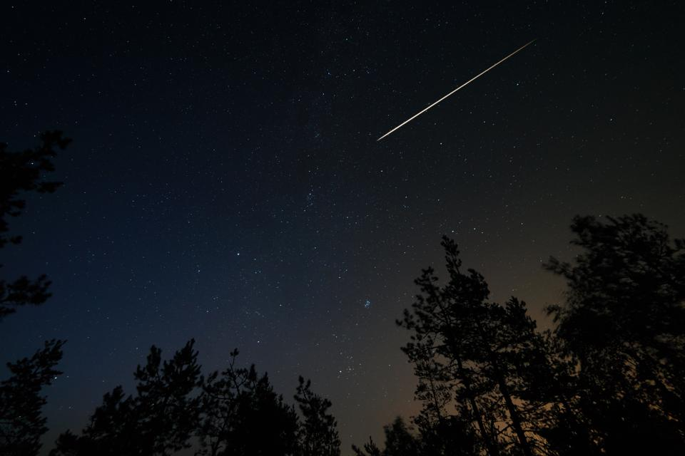 Although Perseids will be rarer before midnight, these ″earthgrazers″ do last longer.
