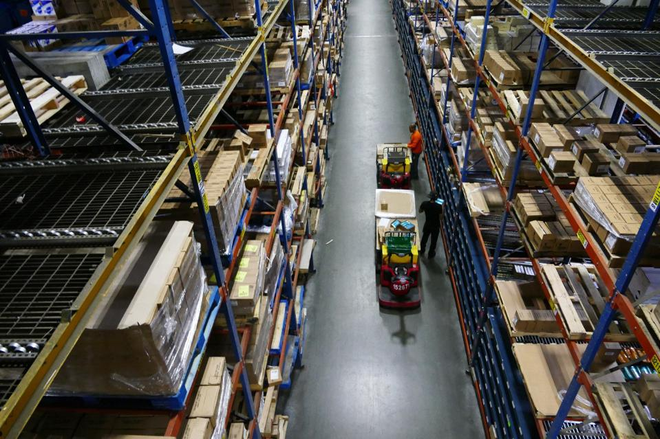 picture of workers in a warehouse picking items