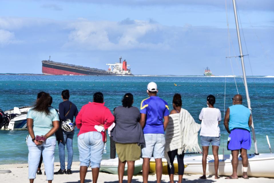 TOPSHOT-MAURITIUS-ENVIRONMENT-POLLUTION-SHIPPING