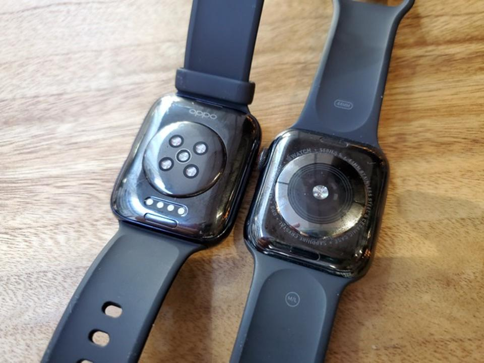 The Oppo Watch's back has a heart rate sensor, just like the Apple Watch's back.