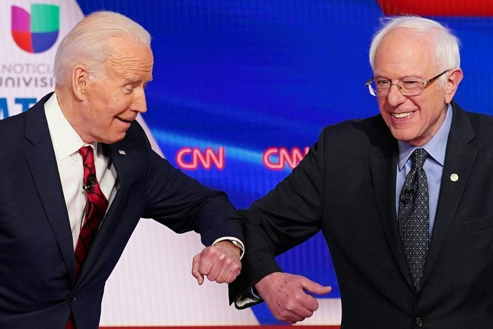 TOPSHOT-US-POLITICS-VOTE-DEMOCRATS-DEBATE