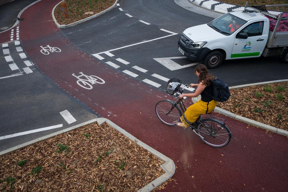 Dutch-Style Roundabout In Cambridge Prioritises Cyclists