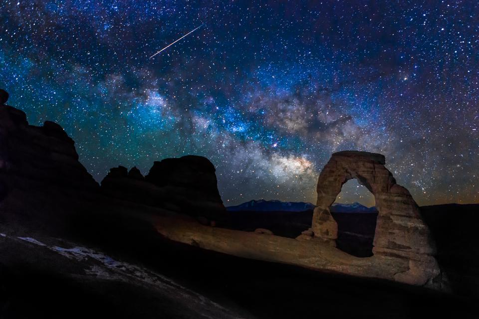 Meteor, Milky way and the Delicate Arch