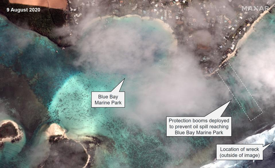 9 August 2020: Oil protection booms deployed around Blue Bay Marine Park to prevent pollution from reaching the famous, protected marine habitat