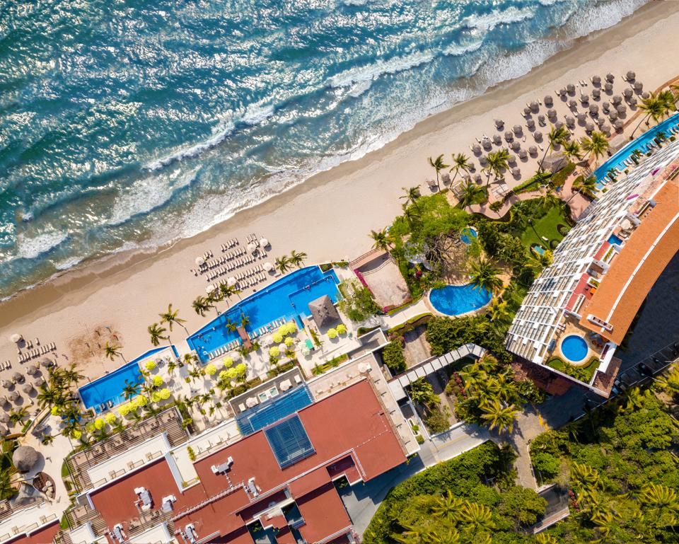 resort on pacific ocean