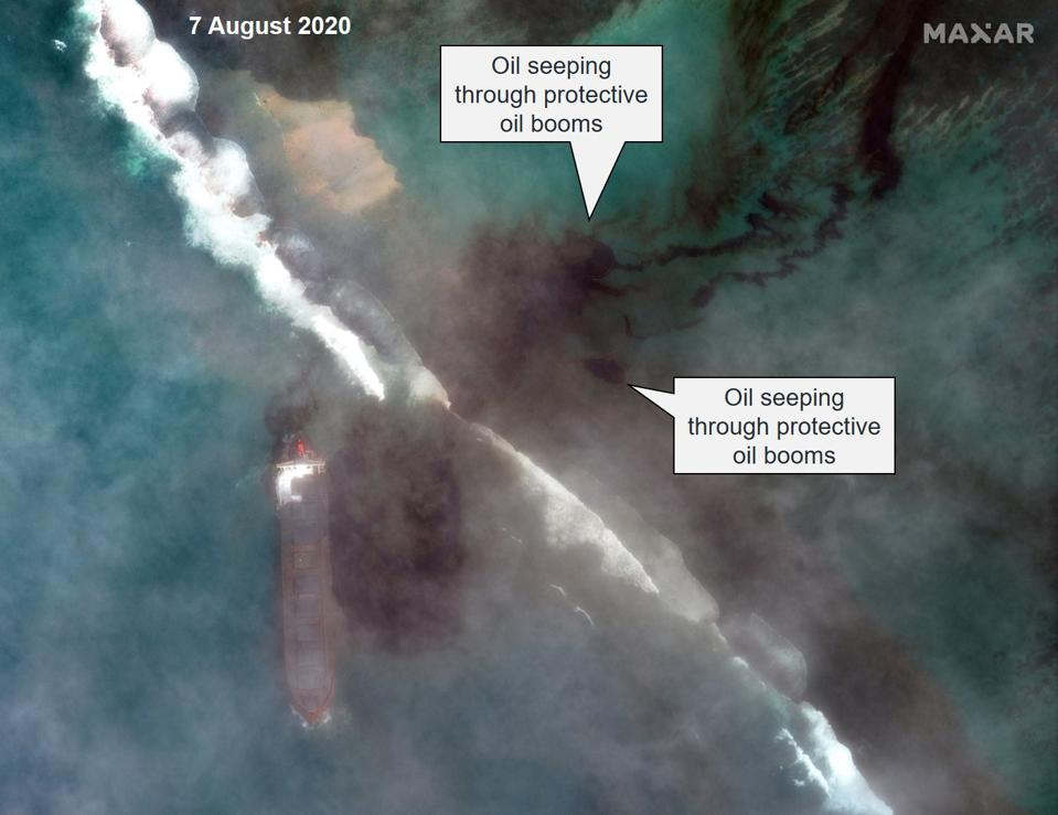 Friday 7th August 2020: a wider image reveals that the protective oil booms have not yet been deployed around the MV Wakashio
