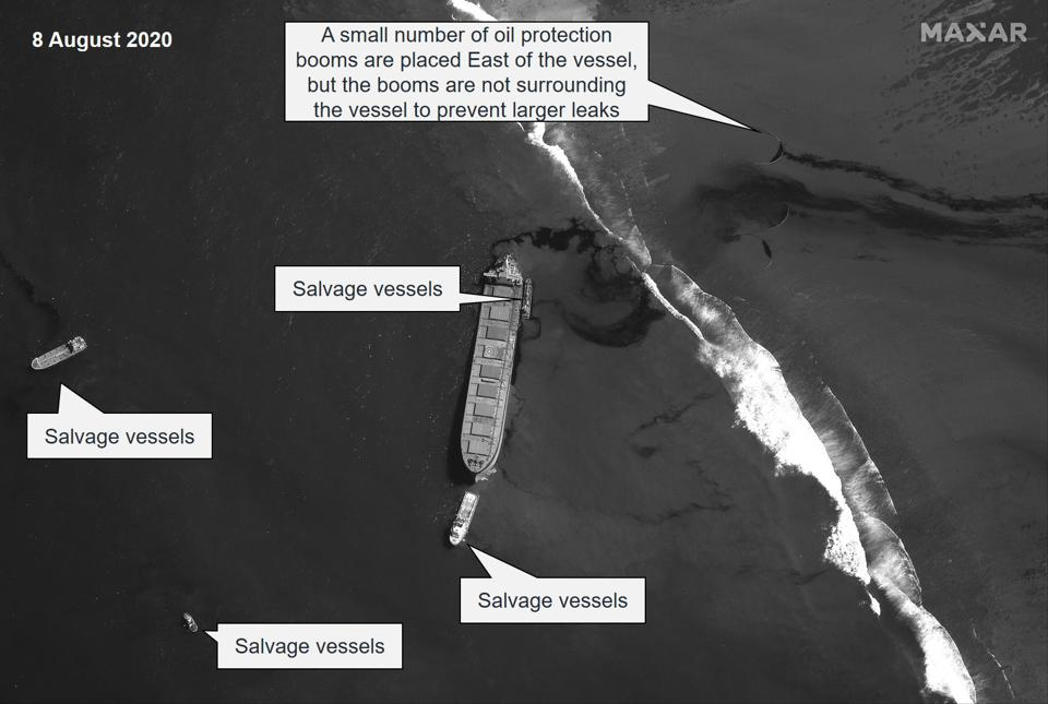 8 August 2020: Using a different satellite (panchromatic), four vessels in the oil salvage operation can be identified, as well as the deployment of a small number of oil protection booms