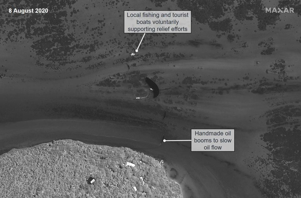 8 August 2020: handmade booms and voluntary efforts of fishing and tourist vessels can be seen from space