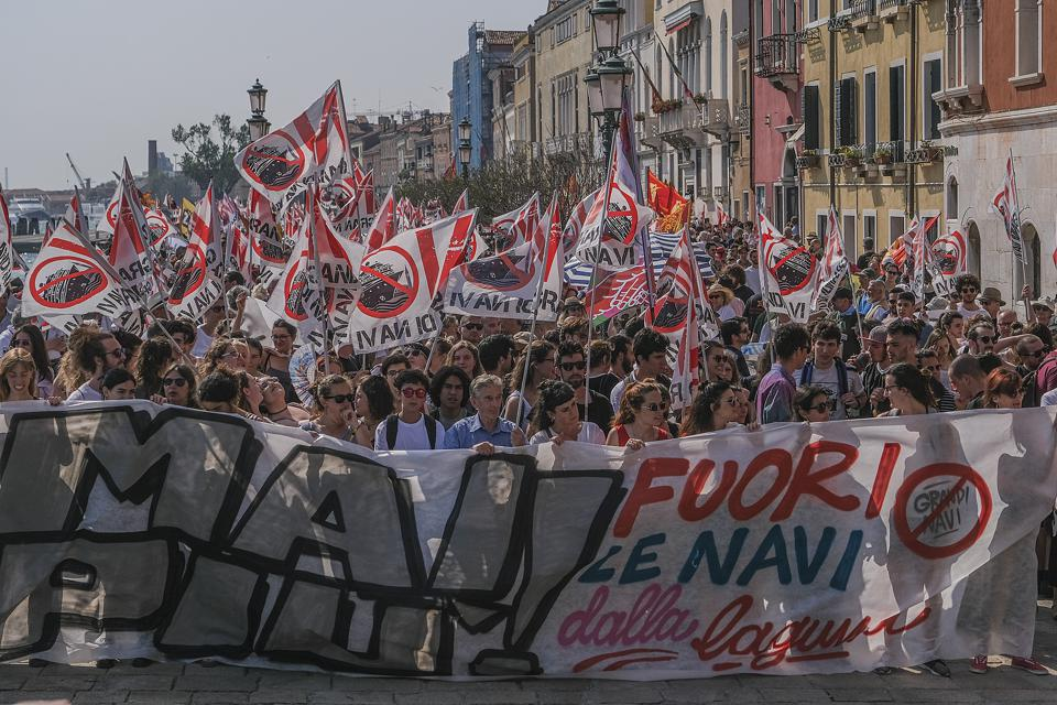 Venetians Protest Against Cruise Ships After Accident