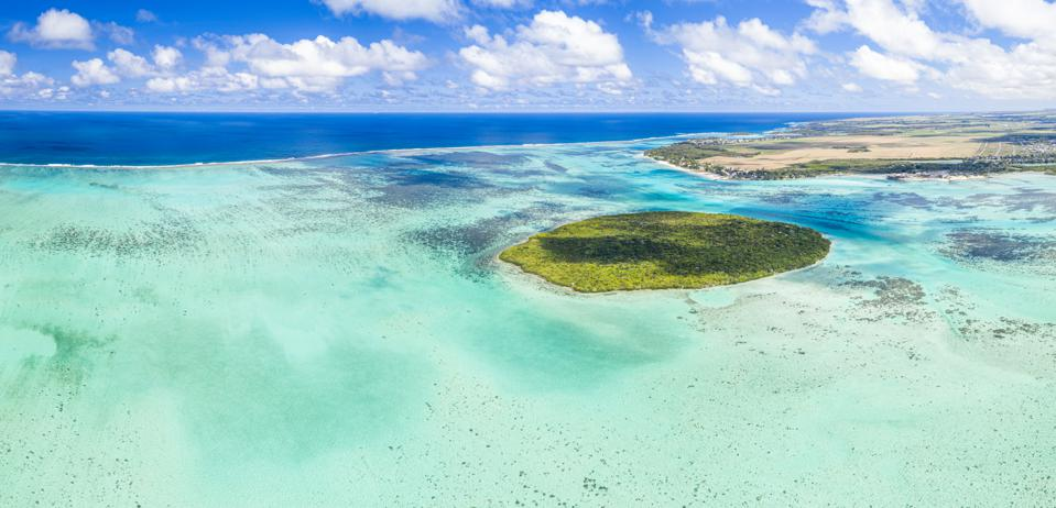 Tropical island in the turquoise lagoon, Indian Ocean, Mauritius