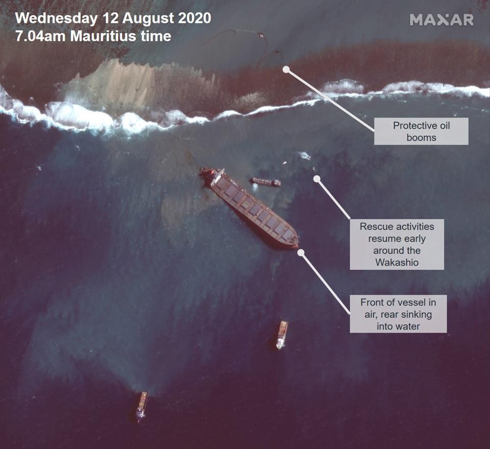 Satellite image of Japanese vessel sinking off Mauritius