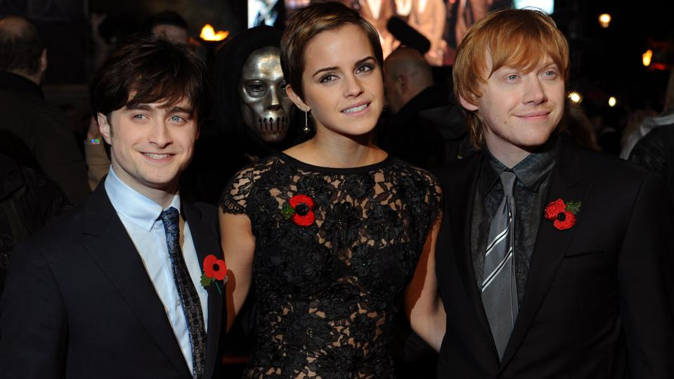 Daniel Radcliffe (L), Emma Watson, (C) a