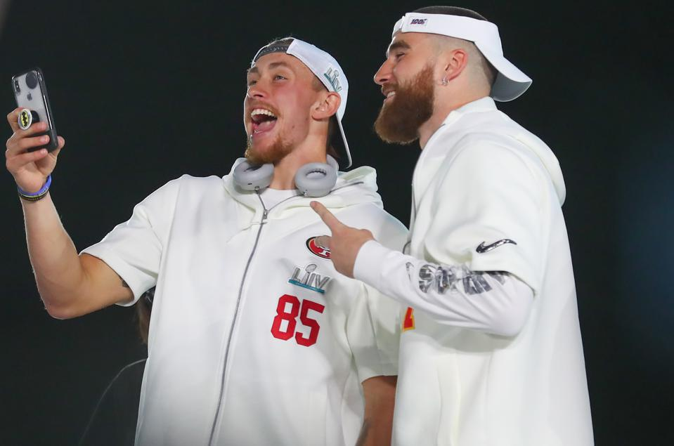 Tight ends George Kittle and Travis Kelce both signed lucrative contract extensions on Thursday.