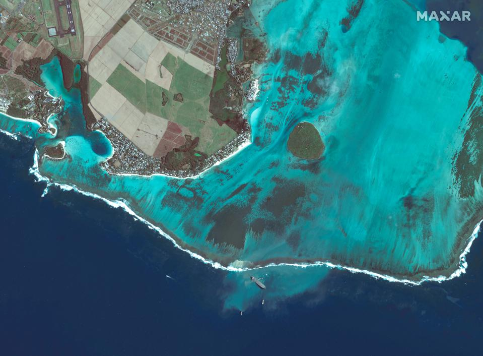 12 Aug: The extent of coral sediment displacement could be seen from space (bottom of image around the Wakashio)