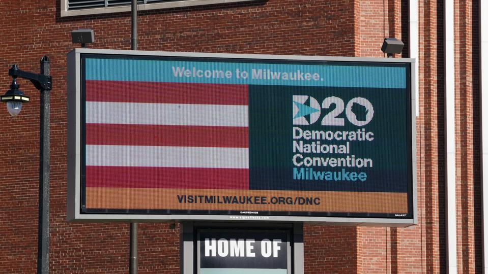 US-POLITICS-VOTE-DEMOCRATS-CONVENTION