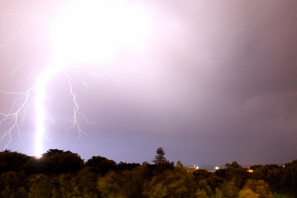 Portugal: thunderstorm over Greater Lisbon