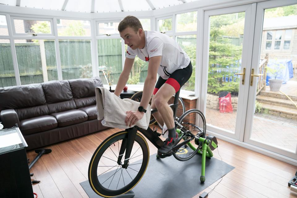 (SP)BRITAIN-NEWCASTLE-UNDER-LYME-COVID-19-TRIATHLETE TRAINING AT HOME