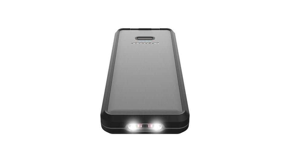 Lifeactiv Power Pack 10 with LED flashlight illuminated