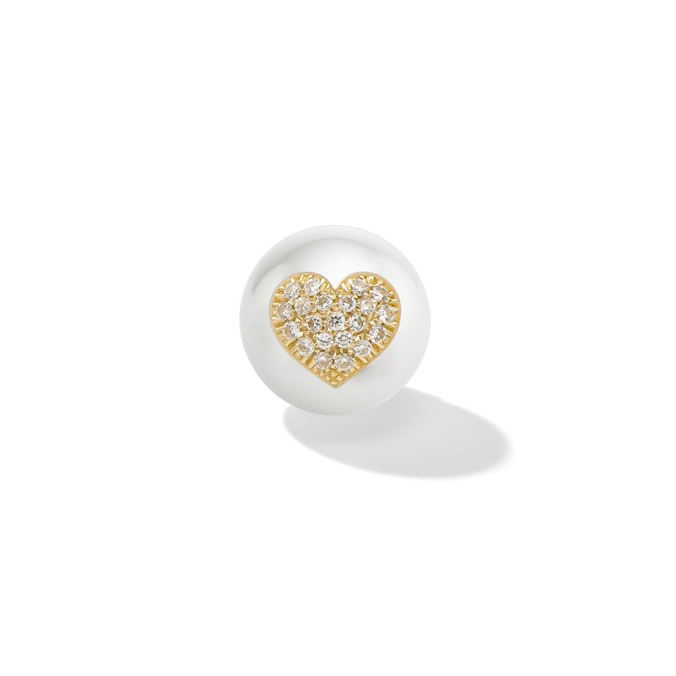 A pearl earring with a heart made of gold and pavé diamond