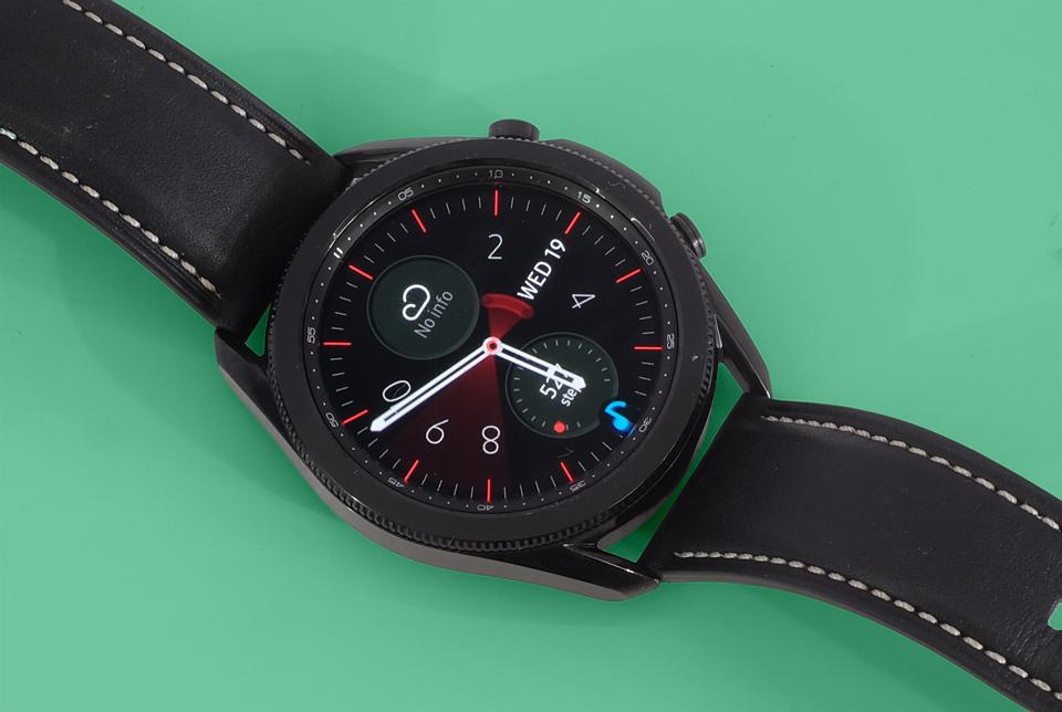 A photo of the Galaxy Watch 3's face.