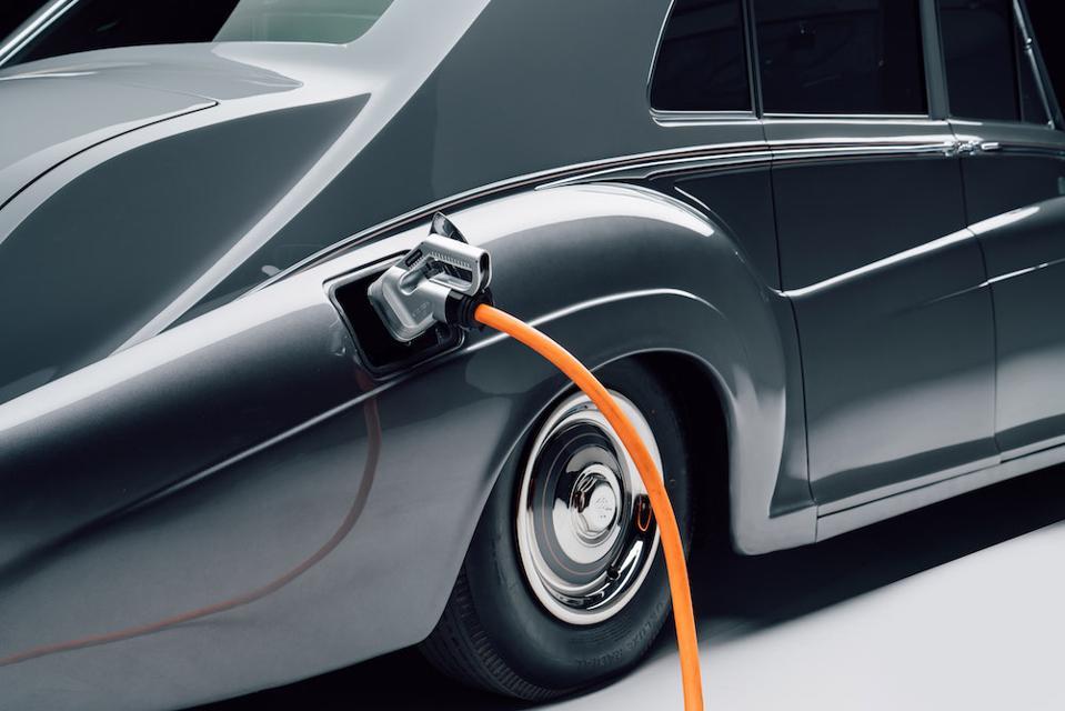 The 1961 Rolls-Royce Phantom V incorporates Lunaz's electric powertrain