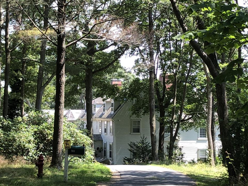 Ghislaine Maxwell lived in this home in Manchester-by-the-Sea,